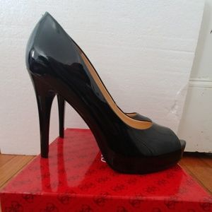 Sz10 guess black patent leather peep toe pumps